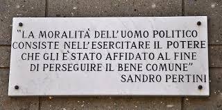 Decadentismo politico italiano, fattore di rischio per una democrazia precaria